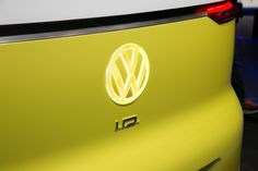 Volkswagen is channeling the Type 1 microbus with the I. Buzz concept debuting at the 2017 Detroit auto show. Vw Buzz, Electric Van, Detroit Auto Show, Volkswagen Logo, Badge, Concept, Cars, Vehicles, Collection