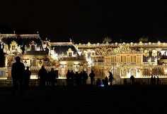 The Chateau de Versailles is full of lights ! It's amazing ! www.cadran-hotel-gourmand.com