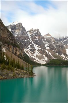 The jewels of Banff, Moraine Lake / Canada (by PsychaSec).