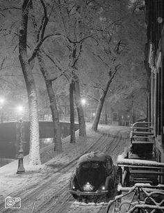 Leliegracht, Amsterdam 1950. Beautiful pic!