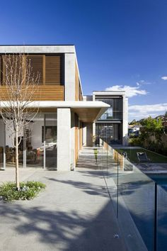 Contemporary Residential Soberness : The Clovelly House - http://freshome.com/2010/10/12/contemporary-residential-soberness-the-clovelly-house/