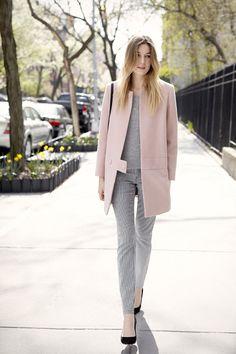 Hazte con un abrigo rosa para ir a la última esta temporada - Trendencias