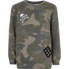 Boys khaki camo badge sweatshirt € 22,00