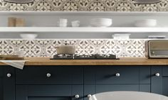 Shaker Kitchen in Gullwing and Winter White thumbnail 3