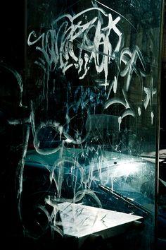 Tag   - rue graffiti d'art  -   2010   -   Caroline P photography   - https://www.flickr.com/photos/photopholi/4371572607/in/photostream/