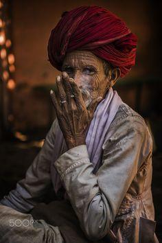 Man of smoke, Pushkar, India Village Photography, Portrait Photography Men, Indian Photography, Rajasthani Painting, Indian Paintings, Photographic Film, Indian People, Stylish Girl Images, People Around The World