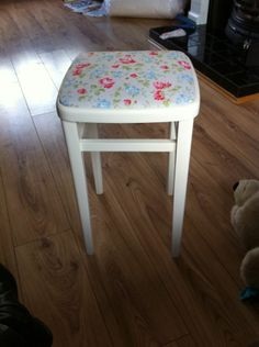 This is how it looked after it's makeover.I gave it 3 coats of garden paint & recovered the seat with what was a re-usable Cath Kidston shopping bag.
