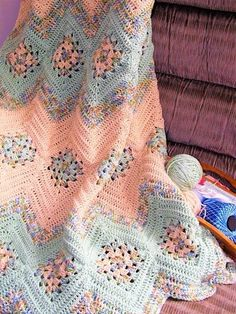 Granny Square and Ripples Crochet Afghan Pattern From simply-crochet. Crochet Afgans, Knit Or Crochet, Baby Blanket Crochet, Crochet Crafts, Crochet Hooks, Crochet Baby, Crochet Projects, Afghan Blanket, Crochet Blankets
