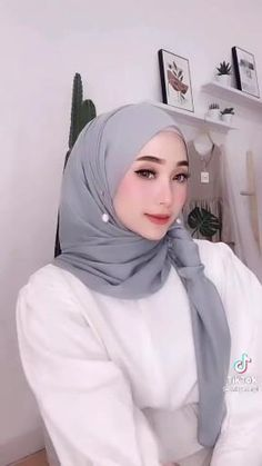 Pashmina Hijab Tutorial, Hijab Style Tutorial, Video Hijab, How To Wear Hijab, Stylish Hijab, Islam Women, Teen Girl Photography, Hijab Fashionista, Head Scarf Styles