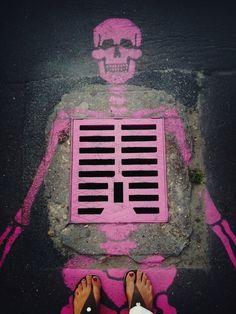 squelette rose bouche d'égout