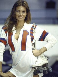 Roller girl: Actress Raquel Welch in roller derby uniform during filming of The Kansas City Bomber, 1972 Raquel Welch, Hollywood Actresses, Actors & Actresses, Five Jeans, Katharine Ross, Non Plus Ultra, Roller Derby, Classic Hollywood, American Actress