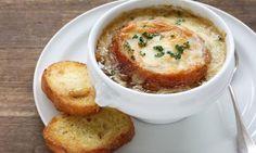 Réconfortante et DÉLICIEUSE, cette soupe à l'oignon gratinée vous PLAIRA c'est certain