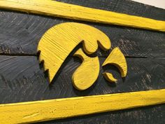 1000 images about pallet bar sign on pinterest oregon for Iowa hawkeye decor