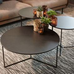 Metalltische - New ideas Centre Table Design, Center Table, Creative Kids Rooms, Metal Side Table, Round Coffee Table, Steel Furniture, Decoration Table, Interior Inspiration, Furniture Design