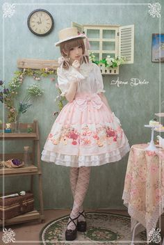 OMG THIS IS SO CUTE IM CRYING. Tea party, garden-like sweet lolita outfit & background TT^TT