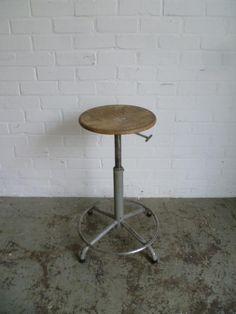 industriele kruk atelier kruk stoel in hoogte verstelbaar Furniture, Design, Home Decor, Atelier, Interior Design, Design Comics, Home Interior Design, Arredamento