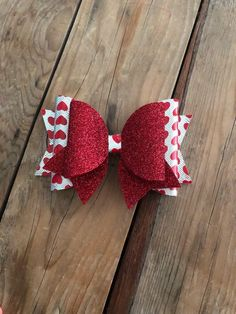This big beautiful bow is made from a silver and heart print faux leather doubled with a red glitter felt bow. Bows can also be attached to an el Making Hair Bows, Diy Hair Bows, Diy Bow, Bow Making, Ribbon Hair, Diy Leather Bows, Bow Template, Hair Bow Tutorial, Felt Bows