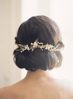 """My stylist rolled a low chignon with loose waves on the side and a lot of volume in the back. I got a custom made gold leaf hair piece to adorn the look with delicate gold leaves, ivory flower buds, and real freshwater pearls."" (Photo: Judy Pak Photography)"