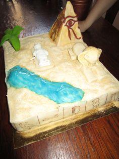 Piramyd Cake!
