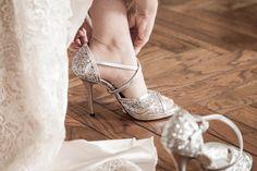 soggetto: le scarpe della sposa (ci saranno anche delle scarpe basse per il cambio)