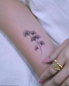 Mini Tattoos, Leaf Tattoos, Small Tattoos, Sleeve Tattoos, Cool Tattoos, Detailliertes Tattoo, Iris Tattoo, Henna Tattoo Designs, Flower Tattoo Designs