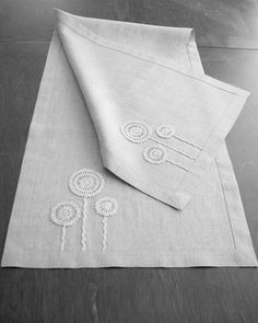 Natural linen table runner decorated with handmade flowers