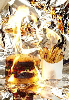 burning calories by henry hargreaves an entire series of fast-food dishes are made out of cake and get set on fire with lighter fluid and a torch. Fiber Diet, Burger And Fries, Healthy Diet Plans, Healthy Eating, Hamburgers, Learn To Cook, Burn Calories, Food Design, Junk Food