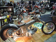 Chopped Dax or with engine Mini Chopper, Reverse Trike, Honda Cub, Honda Bikes, Small Engine, Mini Bike, Bike Design, Kustom, Custom Bikes