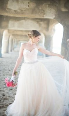 Beach Chic Wedding Inspiration photographed by Jessica M. Wood Photography and Sincerely, A. Wedding Dresses Photos, Dream Wedding Dresses, Wedding Gowns, Chic Wedding, Wedding Styles, Trendy Wedding, Elegant Wedding, Wedding Cake, Couture