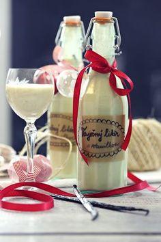 Vaječný likér s vanilkou Healthy Cookie Recipes, Dessert Recipes, Eggnog Recipe, Czech Recipes, Baileys, Food Gifts, Christmas Baking, Homemade Gifts, Sweet Recipes