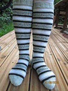 My little hands: Striped knee socks - Super knitting Thigh High Boots Heels, Thigh High Socks, Knee Socks, Thigh Highs, Heel Boots, Latex Fashion, Emo Fashion, Emo Dresses, Wool Socks