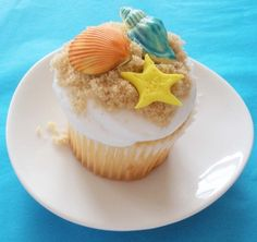 Cute shell cupcakes for a beach themed party - for emmas party