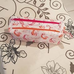 Trousse Zip-Zip en blanc, orange et rose à licornes cousue par Sabine - Patron Sacôtin