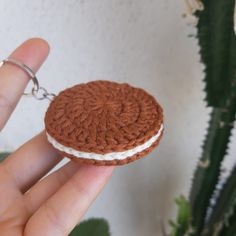 We have prepared a very tasty key ring for you. You can give this lovely key ring to your loved ones. Let's start knitting right away! Quick Crochet, Crochet Food, Crochet Bear, Cute Crochet, Crochet Crafts, Crochet Projects, Crochet Keychain, Crochet Bookmarks, Crochet Earrings
