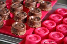Bomboane vegane de ciocolata cu crema de caju si curmale