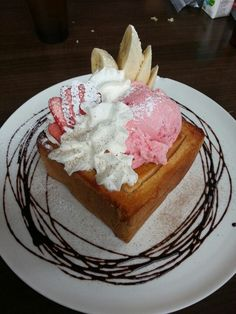 Strawberry Sundaes in a Toast Box