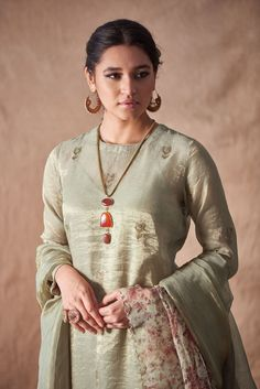 Good Earth brings you luxury design crafted by hand, inspired by nature and enchanted by history, celebrating India's rich history and culture through original, handcrafted products. Dress Indian Style, Indian Wear, Indian Outfits, Indian Attire, Tunic Designs, Kurta Designs, Ladies Suits Indian, Pakistani Dress Design, Pakistani Dresses