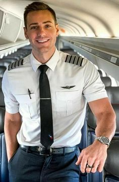 Maybe i dont hate American airlines Pilot Uniform, Men In Uniform, Cute White Guys, Cute Guys, Beautiful Men Faces, Gorgeous Men, Sexy Military Men, Hot Cops, Hunks Men