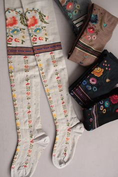 Over the knee socks by The Ethnic Bouquet. folk art flowers on this hosiery will complete any gypsy,mexican boho ,frida kahlo or scandi,lagenlook perfectly Boho Fashion, Winter Fashion, Womens Fashion, Mode Style, Style Me, Costura Vintage, Over Knee Socks, Grunge Look, 90s Grunge