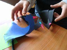 Kura z kolorowego papieru. Dekoracje wielkanocne, które robiłam z dziećmi podczas tegorocznych praktyk w szkole podstawowej.