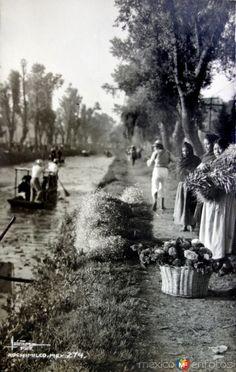 Tipos Mexicanos Vendedoras de Flores en XOCHIMILCO ( 1930-1950 )