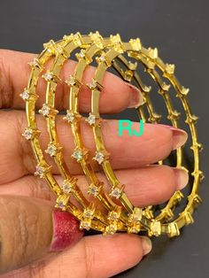 Bangle Bracelets, Bangles, Diamond Jewellery, Saree, Jewels, Gold, Bracelets, Bracelets, Diamond Jewelry