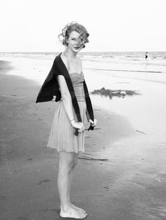 Taylor Swift in Charleston.- love this, the black and white and outfit make it so classic!