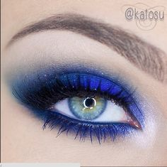 Mocno niebieski makijaż katOsu