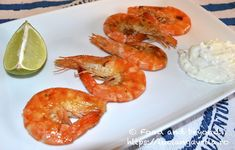 Creveți la tigaie și un fel de tzatziki Tzatziki, Grills, Seafood Recipes, Shrimp, Meat, Ocean Perch Recipes