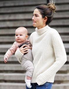 Aldridge Steps Out Without Makeup, Holds Daughter Dixie Pearl: Picture Lily Aldridge and daughter Dixie in New York City on February Aldridge and daughter Dixie in New York City on February Victorias Secret Models, Victoria Secret Fashion Show, Mother Daughter Fashion, Lily Aldridge, Celebrity Moms, Victoria Secret Angels, Without Makeup, Mom Outfits, Boyfriends