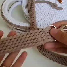 Crochet Belt, Crochet Diy, Crochet Basket Pattern, Crochet Crafts, Crochet Stitches, Crochet Projects, Crochet Patterns, Beginner Crochet, Crochet Shoes