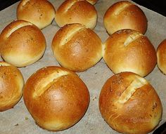 Rožky a žemle • recept • bonvivani.sk Hamburger, Food And Drink, Bread, Pizza, Cakes, Party, Life, Hampers, Kuchen