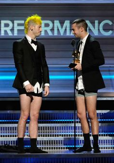 Twenty One Pilots Grammy Outfits, Celebs, Celebrities, Twenty One Pilots, Seventeen, The Twenties, Celebrity Style, Boys, Men