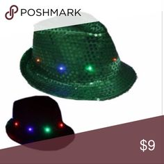 CHRISTMAS HAT LED Fedora Hat Light-Up GREEN PARTY uitable season: Spring, Summer, Autumn, Winter  Eaves: flat eaves  Cap top style: Flat top  Cap style: Short eaves  Color: WHITE  (i have all color please check my items)  Size: Length*Width*Inner height 28*24*11cm/11.02*9.45*4.33inch 58cm  Battery: 3 * LR44 button cell(included)  INCLUDED: 1PC + RANDOM GIFT Accessories Hats